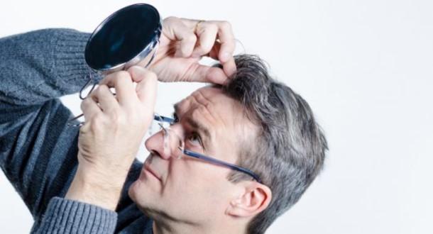 siwe włosy męskie
